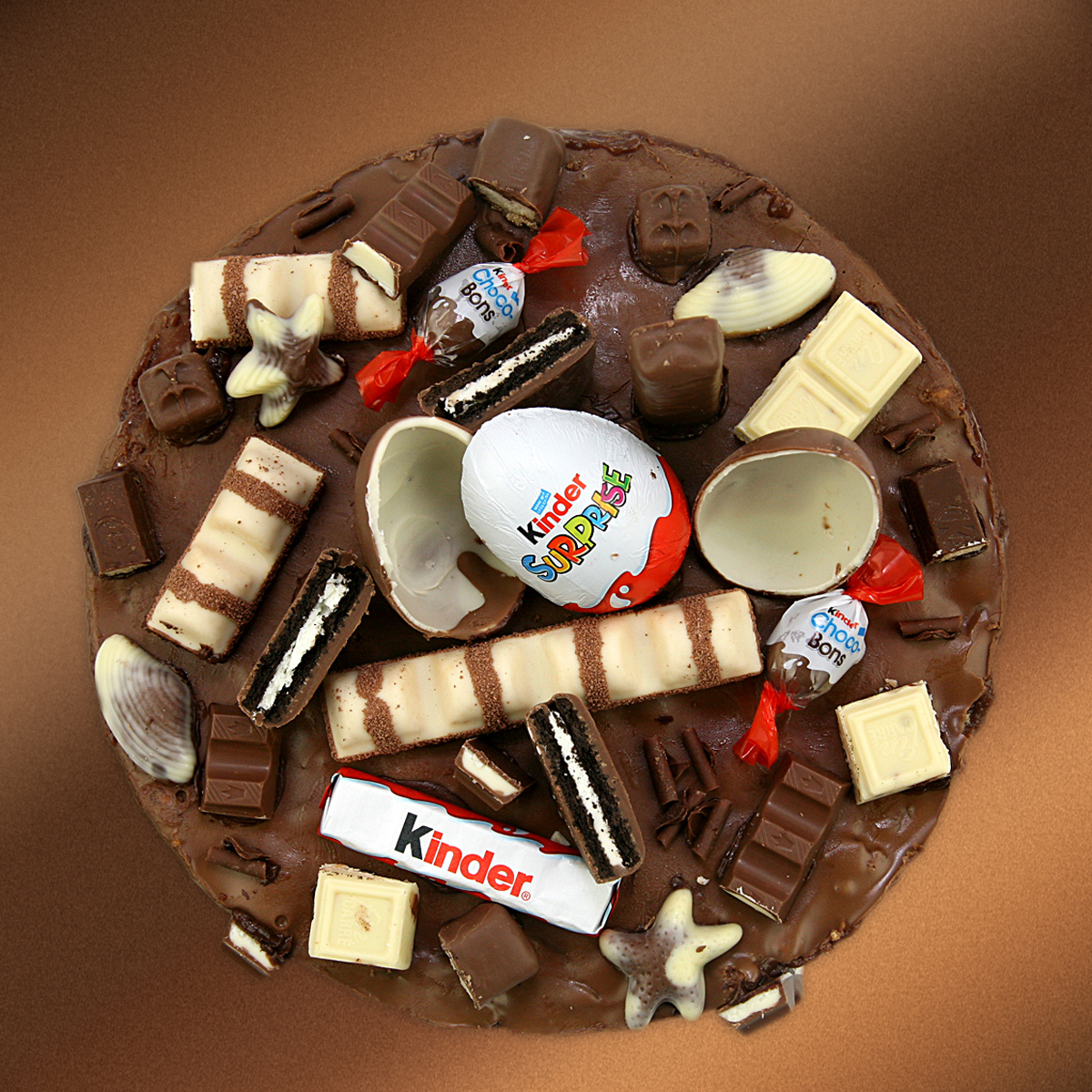 Kinder Chocolate, Sweets & Biscuits Cake - Click Image to Close